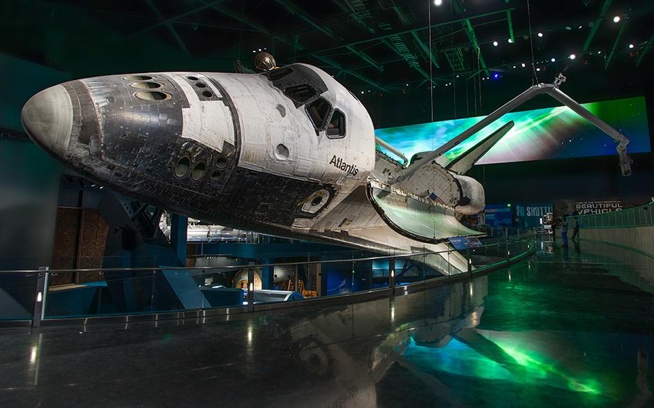92_611_en_space_shuttle_atlantis_01